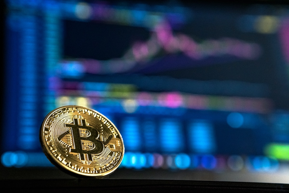 Is it worth investing in bitcoin in 2021?  Pros and cons