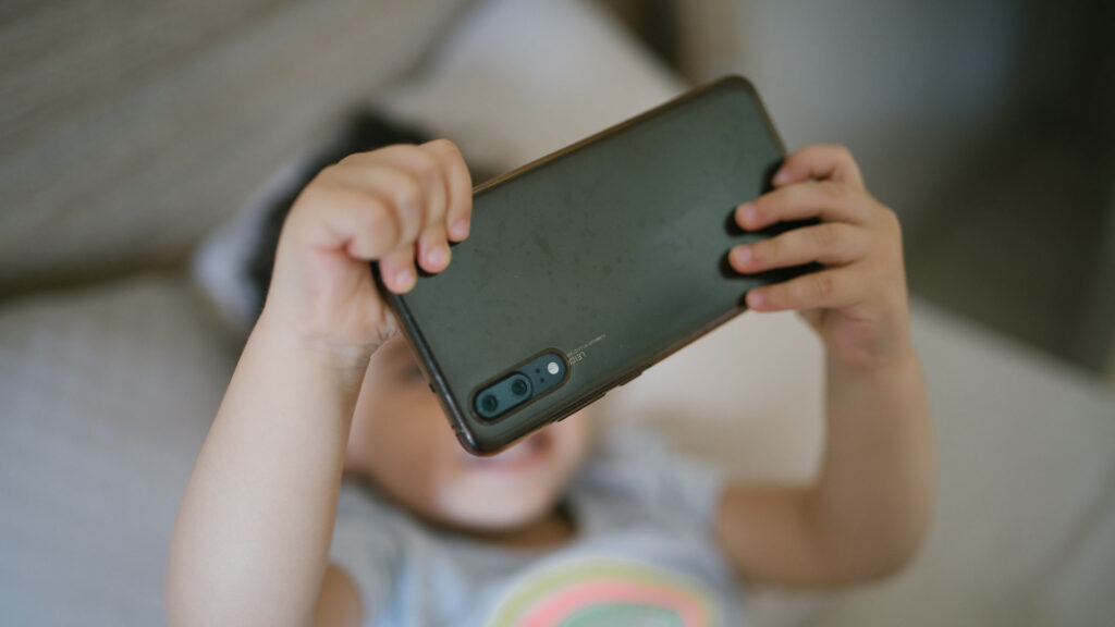 child young smartphone selfie